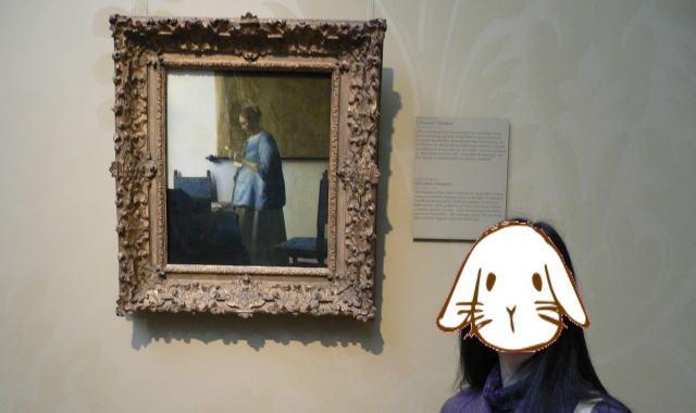 青衣の女とツーショット