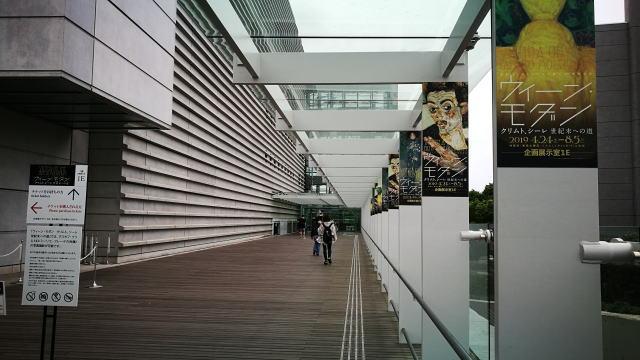 国立新美術館 乃木坂駅から直結