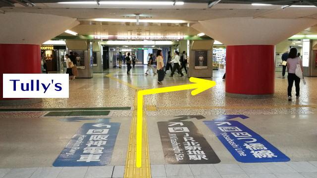 西梅田駅へ右折