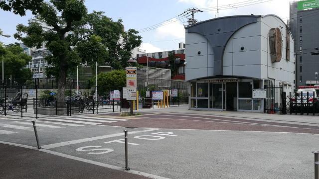 大阪市立美術館アクセス 天王寺駅前交番前を左